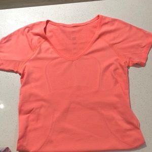 Lululemon short sleeve shirt size 8